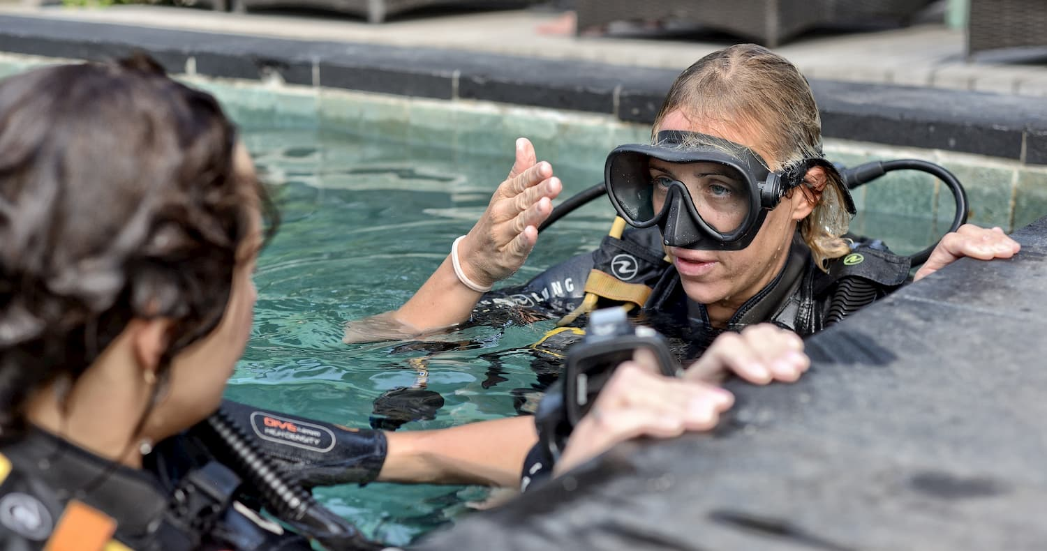 How to use less air underwater? PADI Course Director Laura from the Gili Islands has the answer.